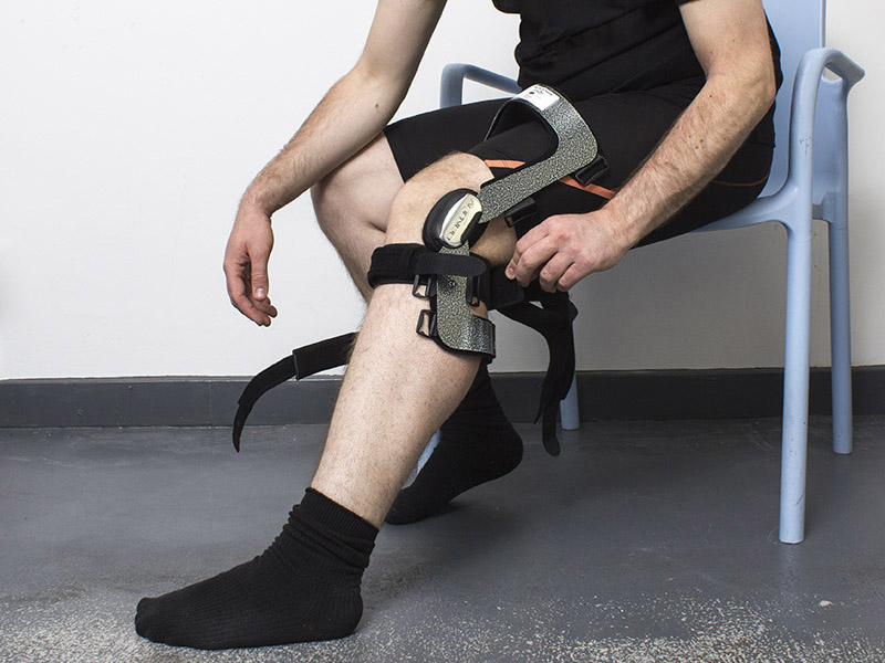 524e5d66be Learn How to Size and Fit Your Donjoy Knee Brace :: Sports Supports ...