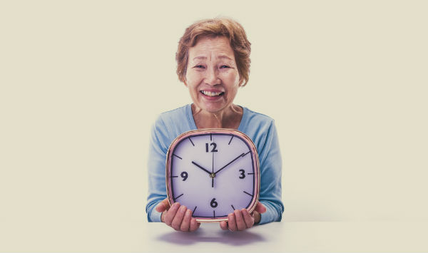 A Dementia Clock can help your loved one avoid confusion