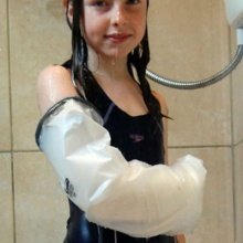 LimbO Child Half Arm Plaster Cast and Dressing Protector